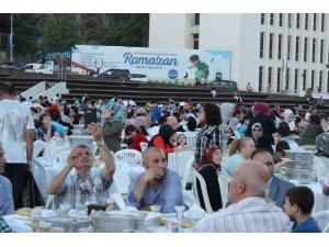Surp Pırgiç Ermeni Vakfı Hastanesinden binlerce vatandaşa iftar