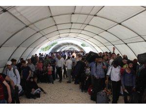 Suriyelilerin Ramazan Bayramı için ülkelerine dönüşleri sürüyor