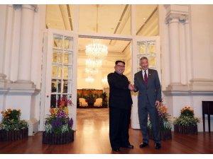 Kuzey Kore lideri Kim, Singapur Başbakanı Lee ile görüştü