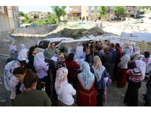 Şırnak Belediyesi, ihtiyaç sahibi vatandaşlara gıda paketi dağıttı