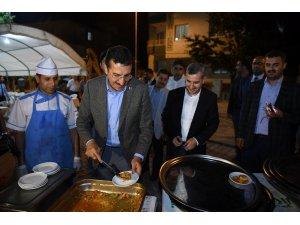 Bakan Tüfenkci belediye çalışanlarıyla sahurdu buluştu