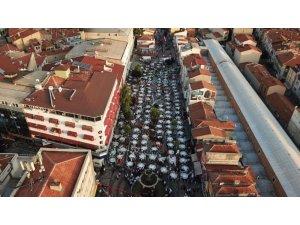 Edirne'de Kadir Gecesi'nde 10 bin kişilik dev iftar sofrası