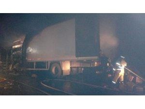 Rusya'da tır karşı şeritteki 6 otomobile çarptı: 3 ölü