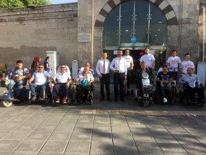 Bağımsız adaydan cırcırlı ve engelli arabalarıyla seçim kampanyası