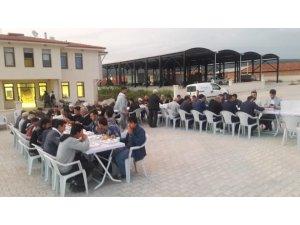 Aslanapa Kureyşler köyü sakinleri ilk defa toplu iftar yaptı