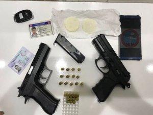 Otomobilin zulasından kokain ve 2 tabanca çıktı