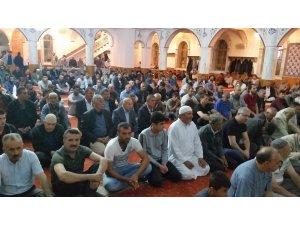 Kulu'da Kadir Gecesinde camiler dolup taştı
