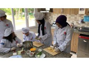 Cemil Meriç'te aşçı yardımcılığı kursu eğitime başladı