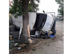 Manisa'da işçileri taşıyan midibüs devrildi: 20 yaralı