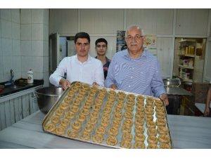 Milletvekili Erdoğan köy kahkesi pişirdi