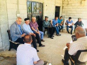 Milletvekili adayı çiftçilerle tütün dikti