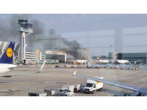 Frankfurt Havaalanında uçak yangını