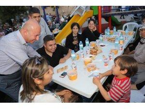 Başkan Çolakbayrakdar, Haftanın 7 Günü Vatandaşlarla Birlikte