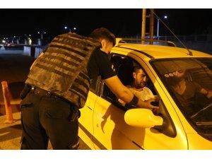 Güvenlik güçlerinden vatandaşlara kandil ikramı