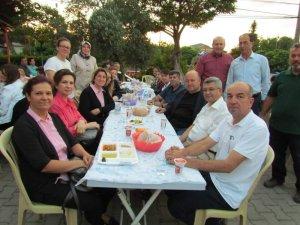 Biga'da Güleçköy Köyü Muhtarlığı bin kişiye iftar yemeği verdi
