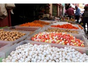 Kula'da bayram şekerleri raflarda yerini aldı