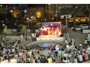 Forum Mersin'de müzikli tiyatro gösterisi