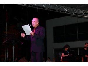 Tiyatrocu Altan Erkekli'den şiir dinletisi