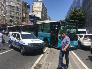 Şişli'de halk otobüslerinin kazası güvenlik kamerasında