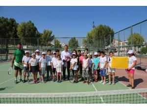 Toroslar'ın tenisçileri 7 ayda şampiyonluğu kaptı