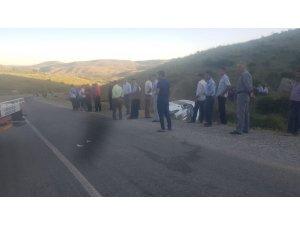 Kaza yapan aracın şoförü ve yolcuları köylüler tarafından kurtarıldı