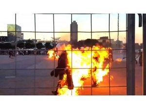 Dünya rekoru için 32 kişi kendisini yaktı