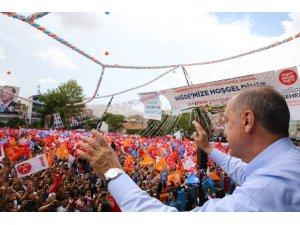 """Cumhurbaşkanı Erdoğan, """"Benim varlığım sizin moralinizi bozmaya yeter"""" (3)"""