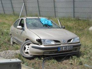 Sandıklı'da otomobil şarampole düştüı: 1 yaralı