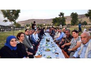 Adalet Bakanı Gül yer sofrasında iftar yaptı