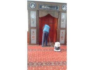 Çaldıran'da cami ve mezarlık temizliği