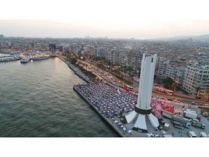 Karşıyaka'da 7 bin kişilik iftar