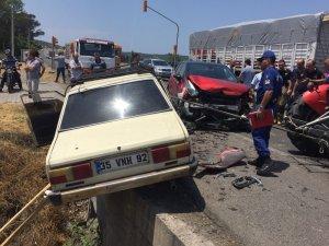 İzmir'de ehliyetsiz sürücü kaza yaptı: 1 yaralı