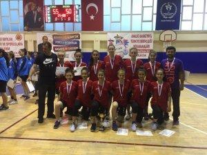 Küçük kızlar Türkiye üçüncüsü oldu