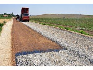 Kırsal mahallelerde yol çalışmaları sürüyor