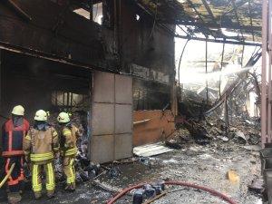 Yangın çıkan iş merkezinde çökmeler meydana geliyor