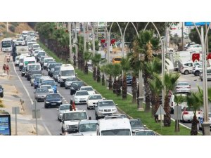 Bodrum'da kilometrelerce kuyruk oluştu, trafik durdu