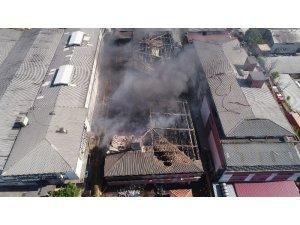 Yangın nedeniyle çatısı ve duvarları çöken iş merkezi havadan görüntülendi