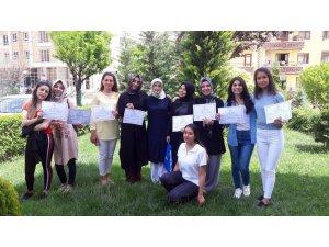 Pursaklar'da 29 kursiyer bilgisayar sertifikası aldı