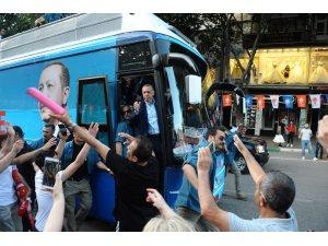 Cumhurbaşkanı Erdoğan Bursa'da halkı selamladı