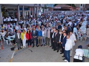 MHP'den Balıkesir'de sokak iftarı