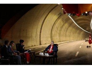Başbakan Yıldırım canlı yayında soruları yanıtlıyor (1)