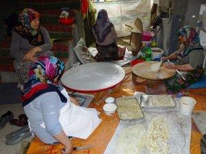 Hisarcıklı kadınların bayramlık ev baklavası yapma telaşı