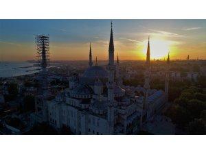 -Sultanahmet Camii'nin gün batımıyla birleşen eşsiz manzarası   havadan görüntülendi