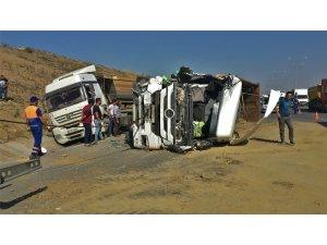 3. Havalimanı yolunda hafriyat kamyonları kaza yaptı: 2 Yaralı