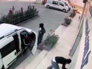 Sahte plakalı, levyeli hırsızlar kamerada