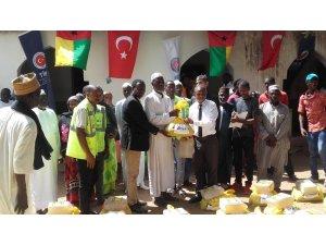 TİKA'dan Gine'de bin aileye gıda yardımı