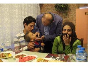 Vali İsmail Ustaoğlu, Suriyeli sığınmacılarla iftarda buluştu