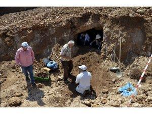 İş yeri temel inşaatı kazasında Bizans dönemine ait mezar bulundu