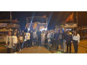 AK Parti'li gençler Foça'da iftar yemeğinde buluştu