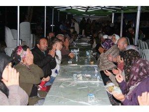 Çivril'de iftar sofları 3 mahallede daha kuruldu